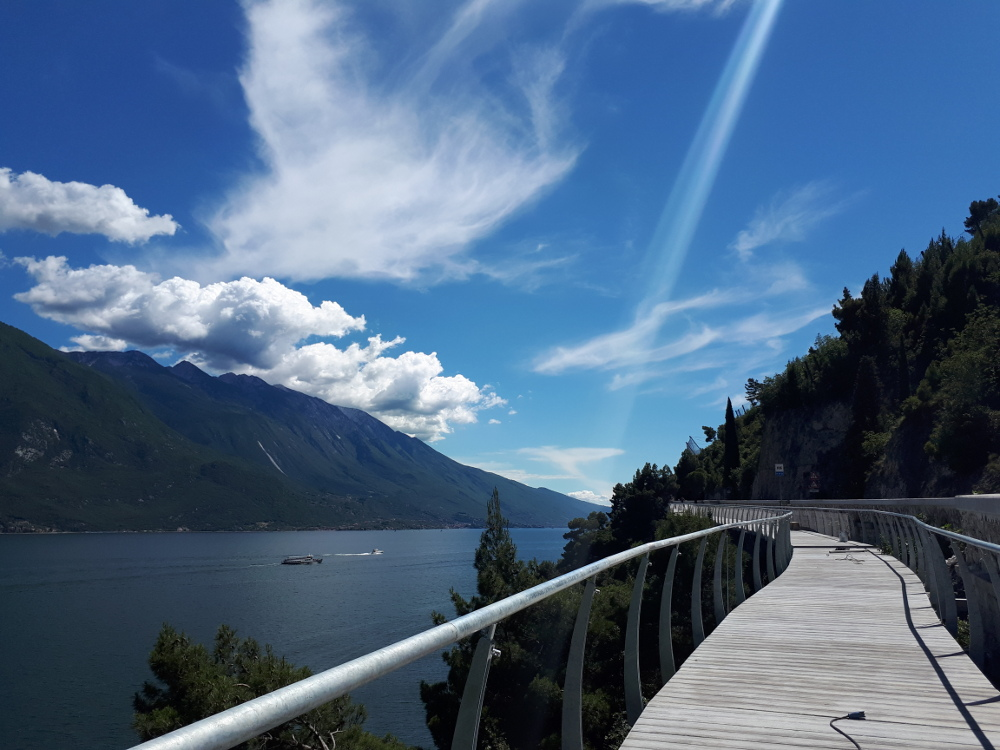 Lago di Garda, apre un nuovo tratto della spettacolare Ciclovia